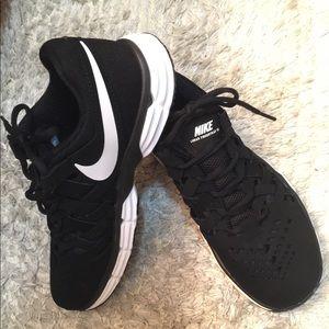 Nike Lunar Fingertrap Sz 7 Men/Woman 8.5 like new